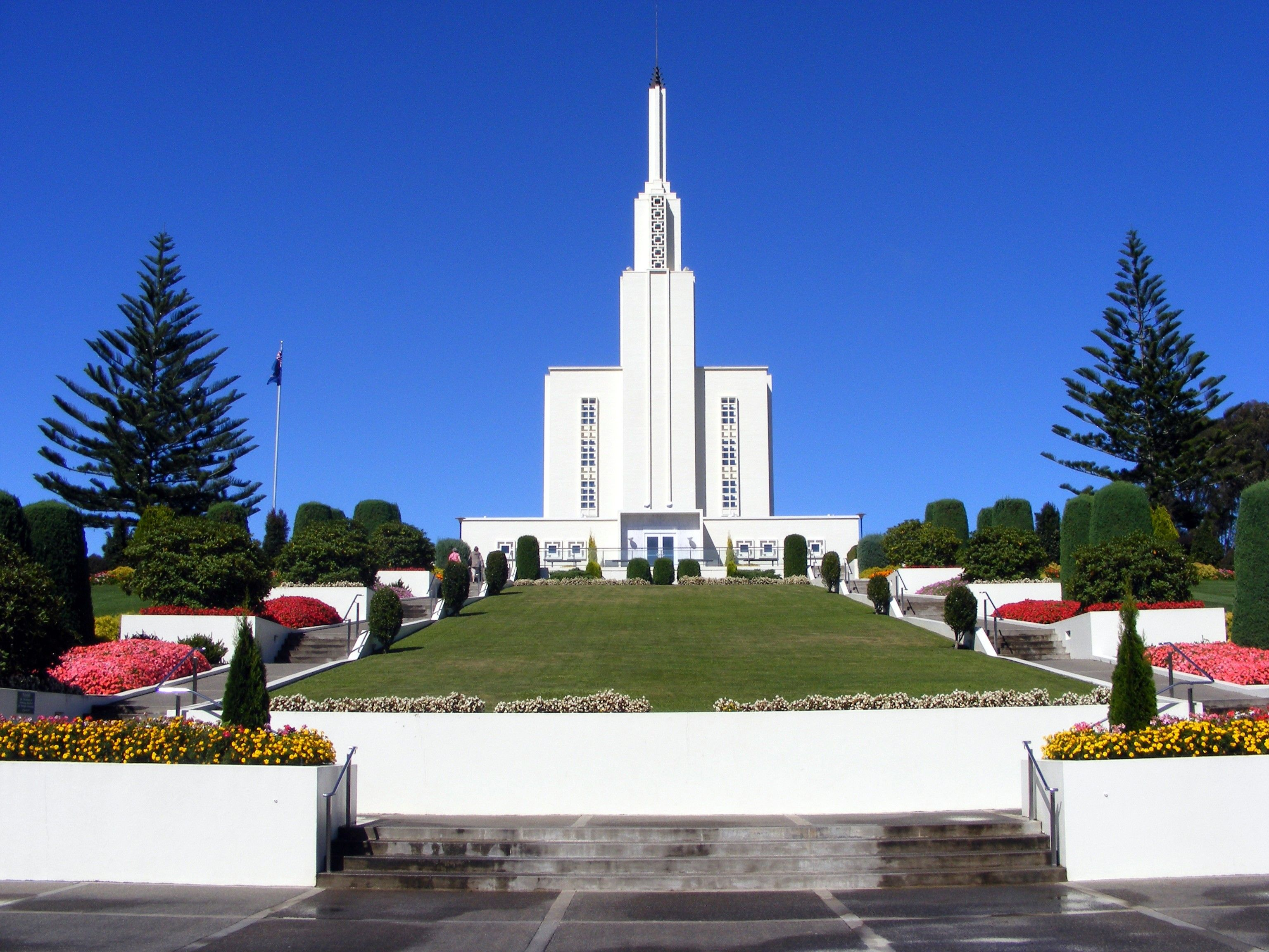An exterior view of the entrance to the Hamilton New Zealand Temple.