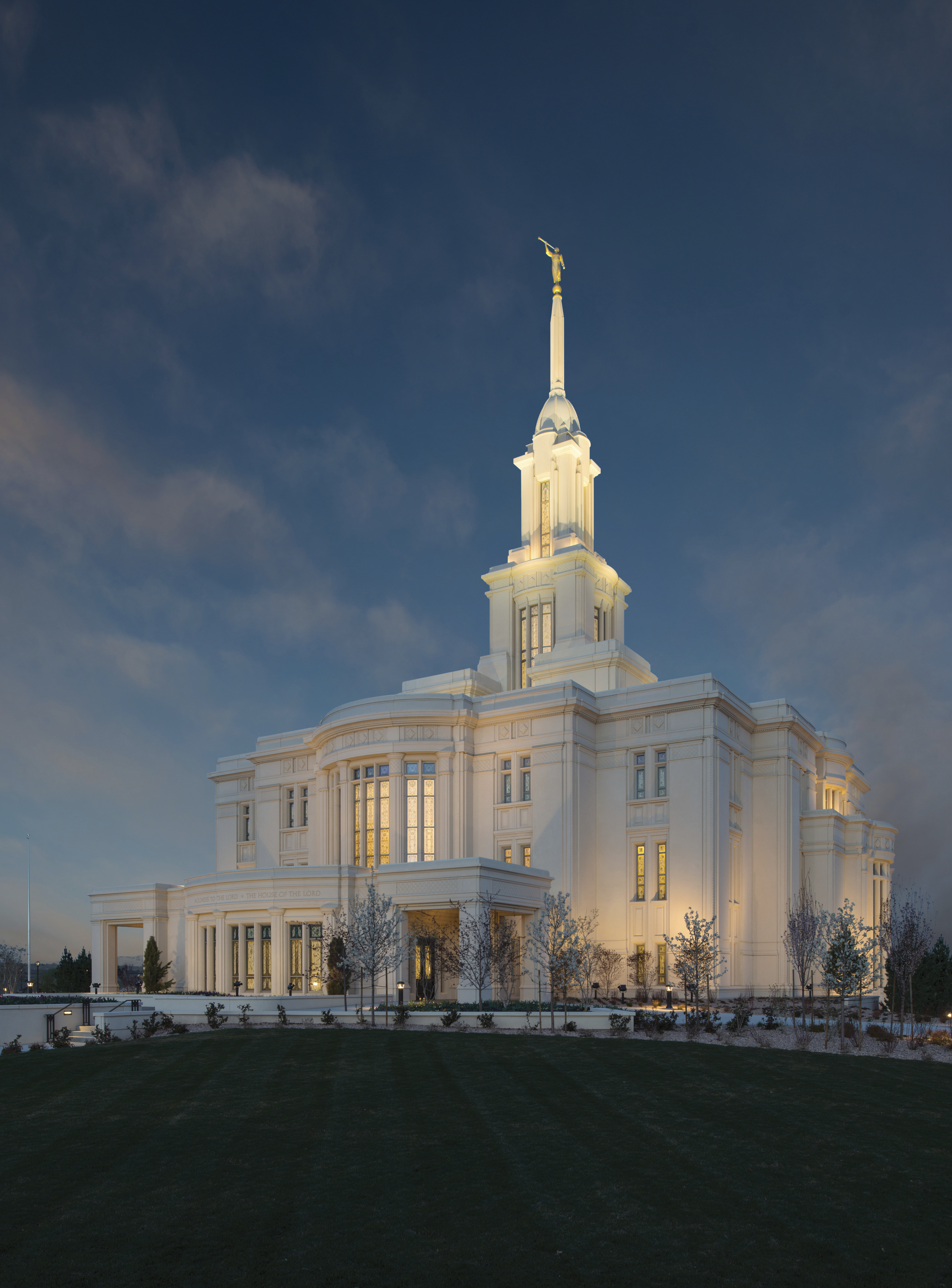 A view of the entire Payson Utah Temple in the evening.