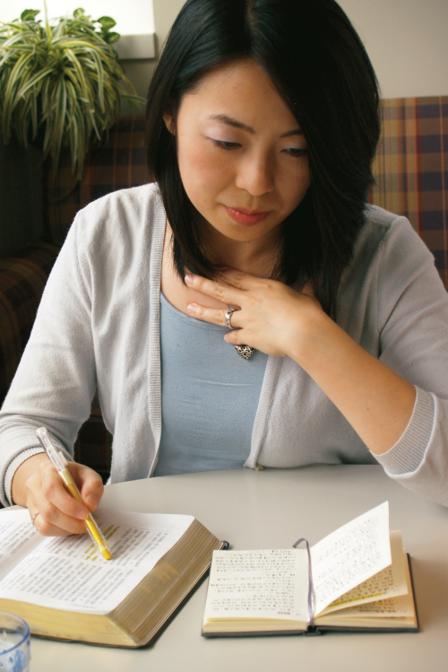 Scriptures study and teaching. Adult. Female