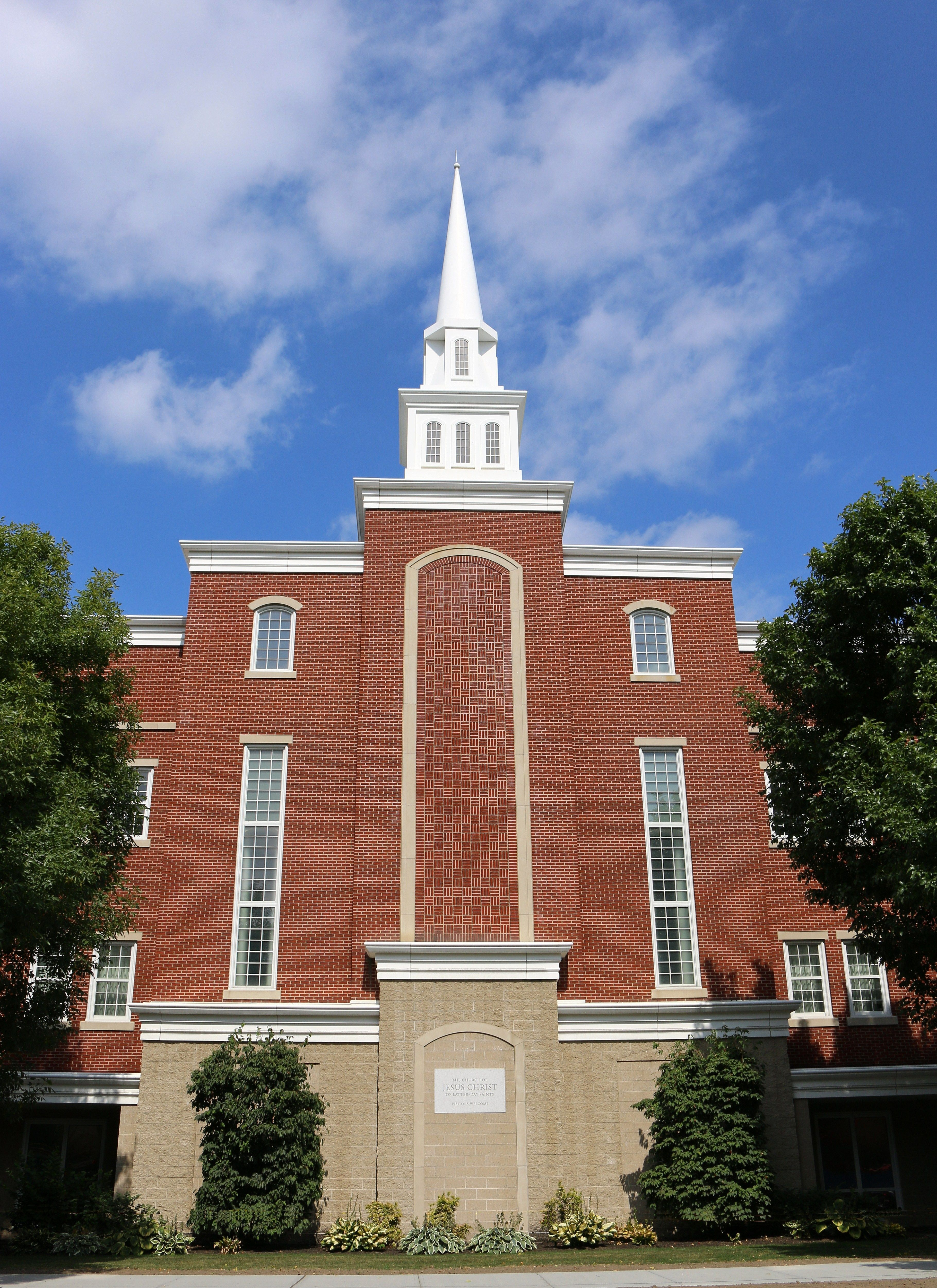 Front view of a Cambridge, Massachusetts, chapel.