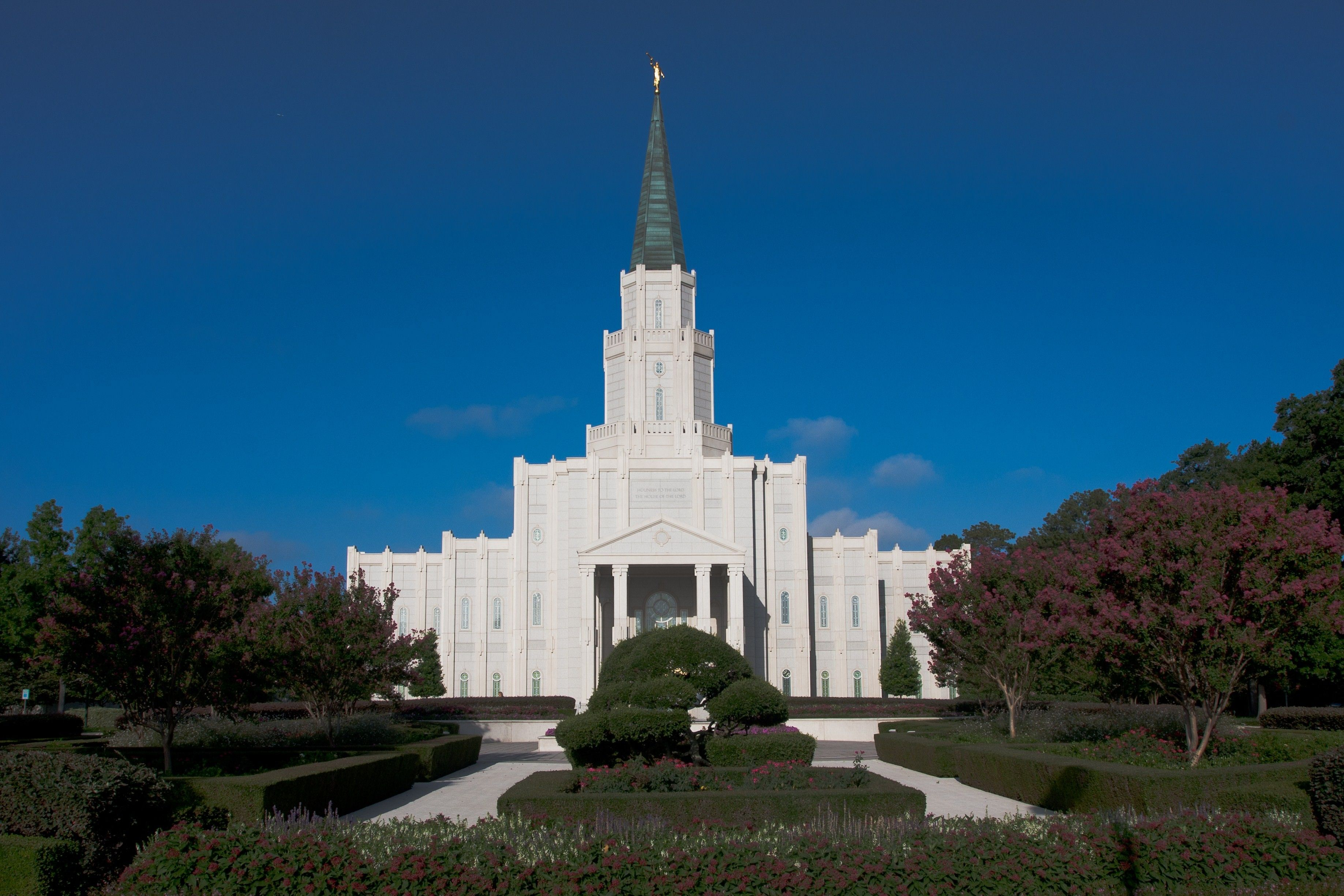 The Houston Texas Temple and grounds in the daytime.