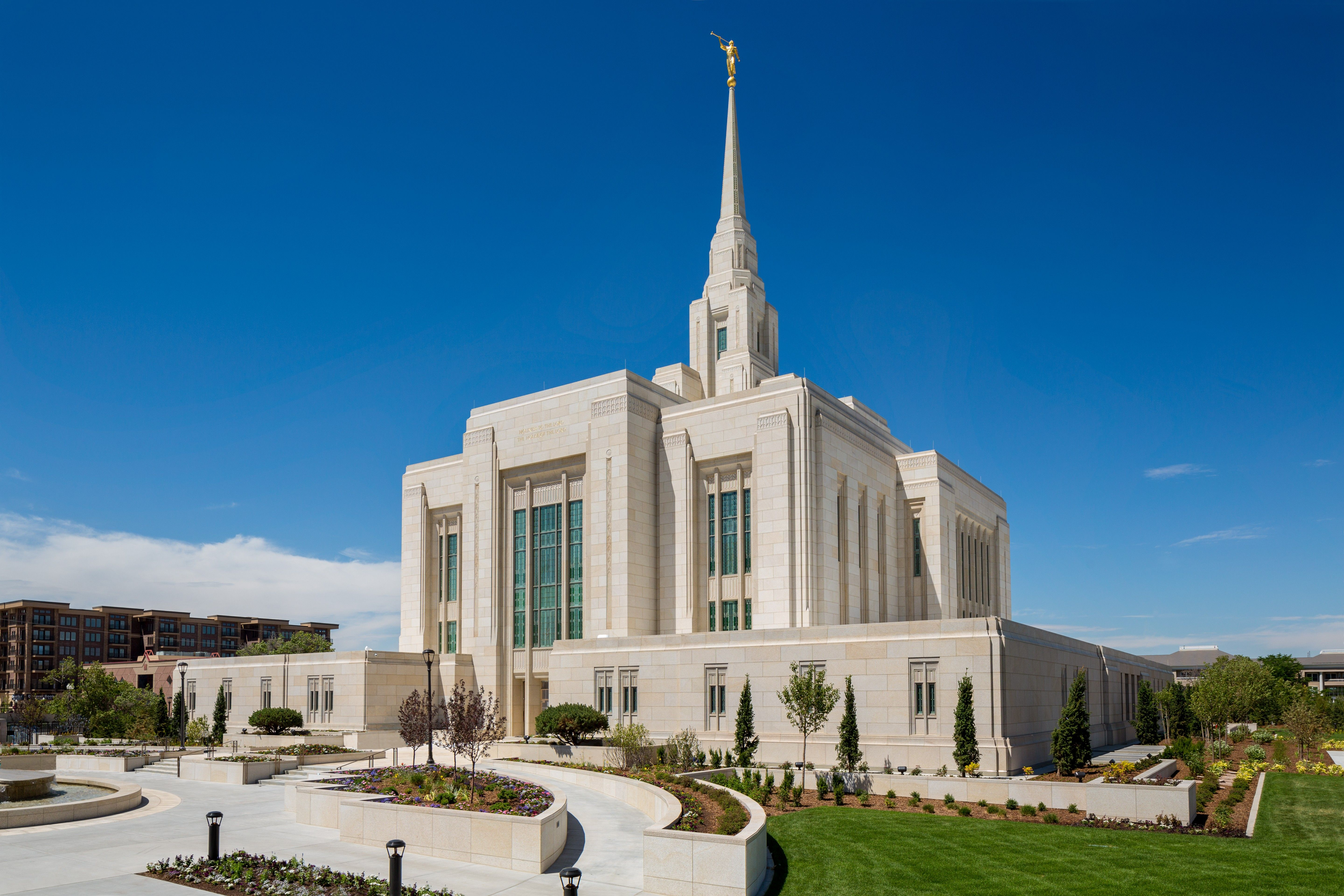An artist's rendition of the Ogden Utah Temple, including the entrance and scenery.