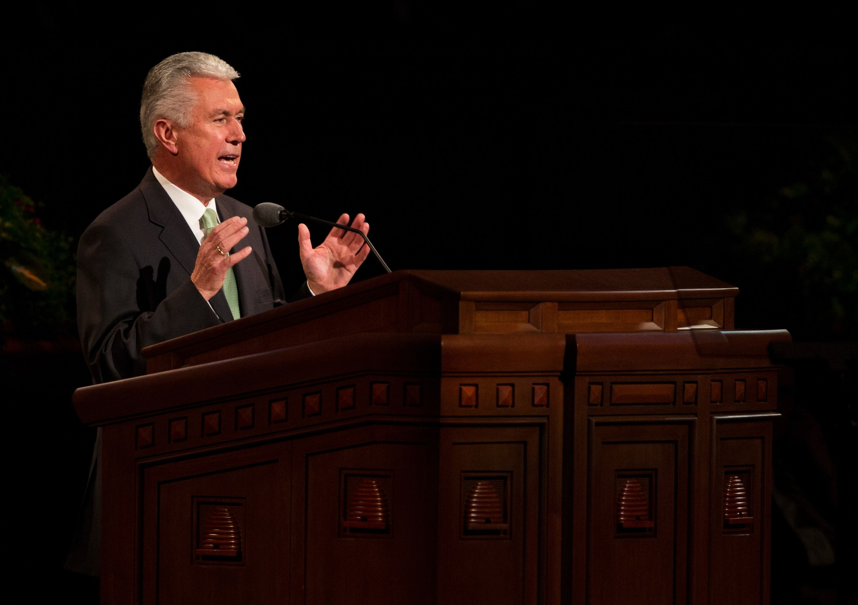 Dieter F. Uchtdorf speaking to the congregation in the Conference Center.