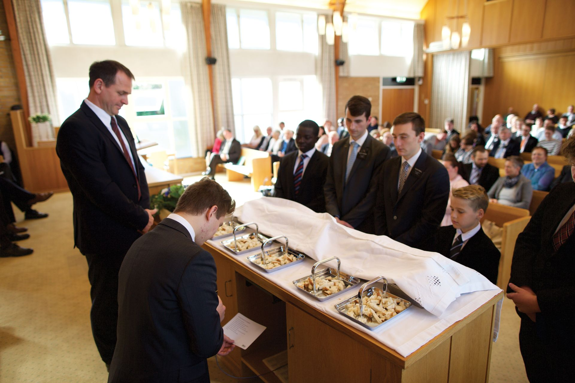 norway_sacrament_meeting_blessing_bread.
