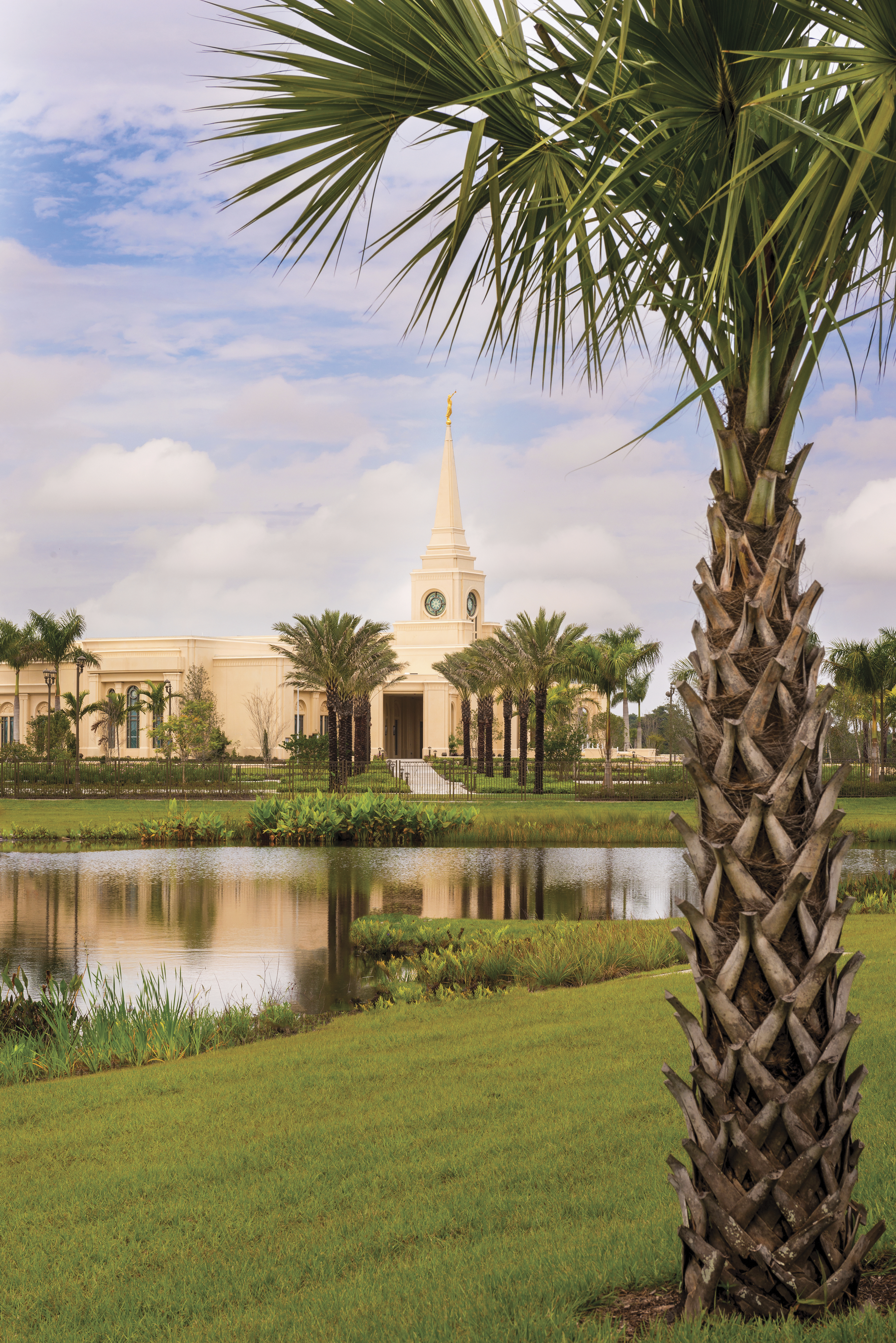 A portrait view of the Fort Lauderdale Florida Temple from the temple grounds.