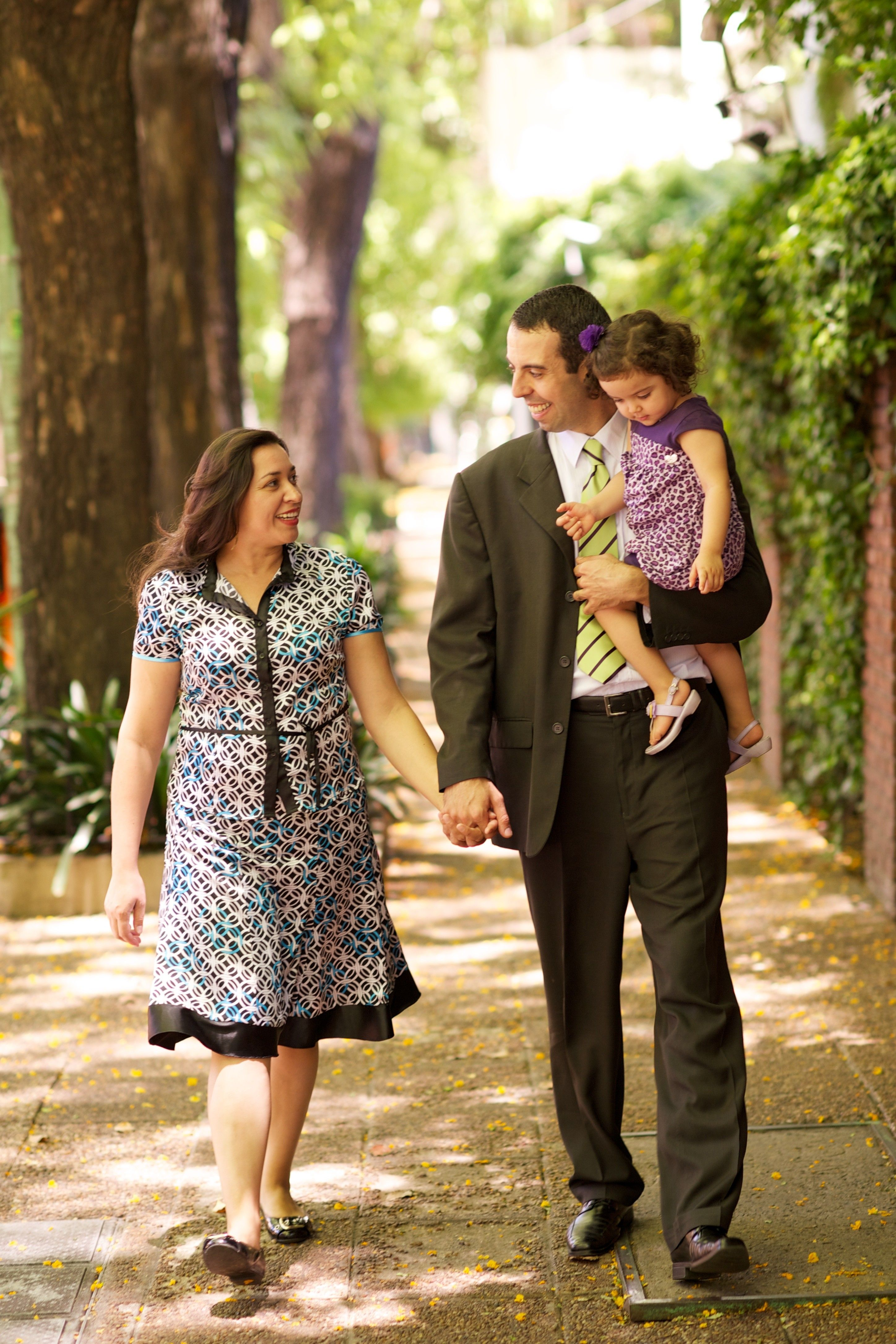 Two parents walk with their daughter in Argentina.