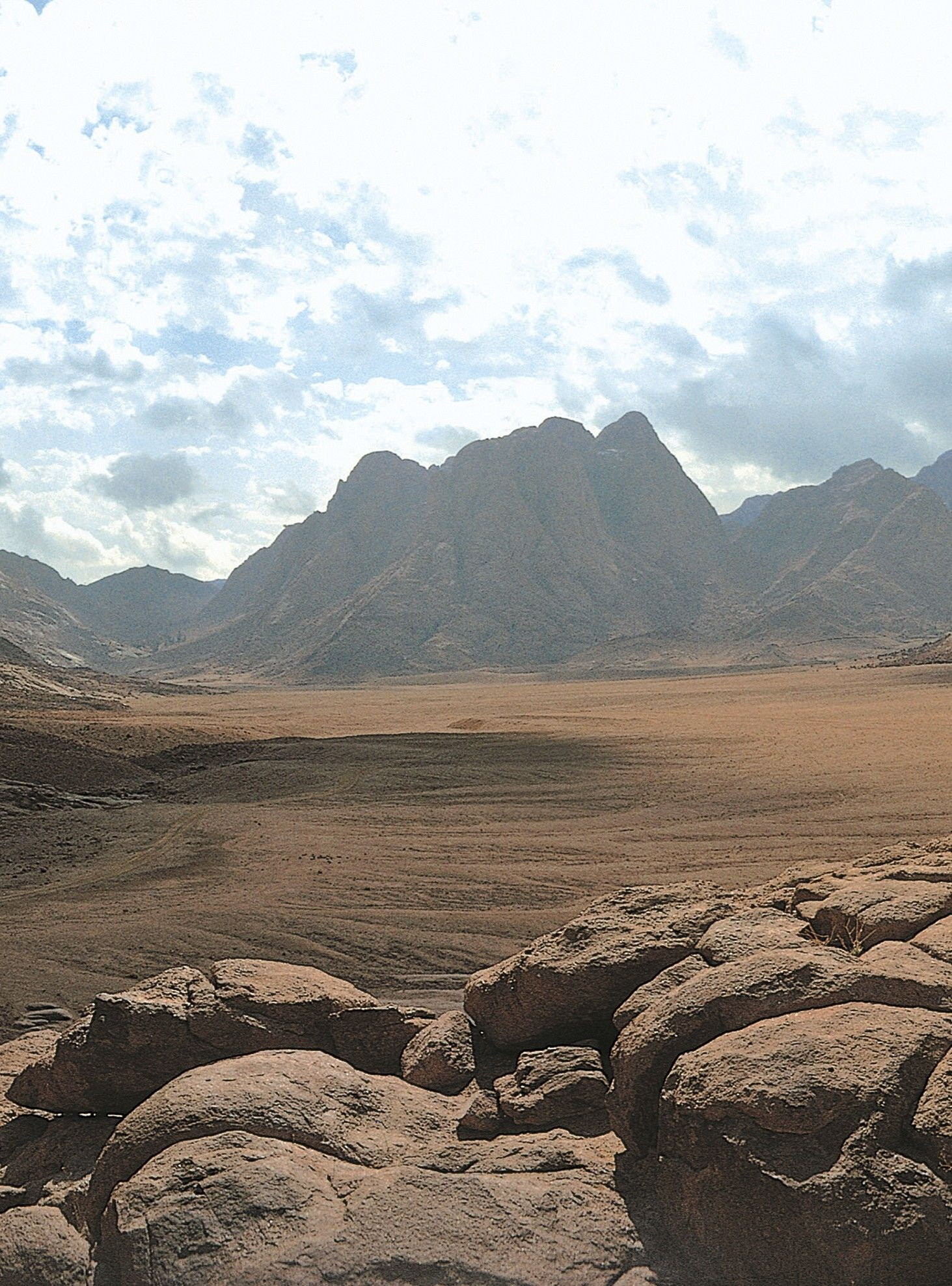The plain of Rahah with Mount Sinai in the background.