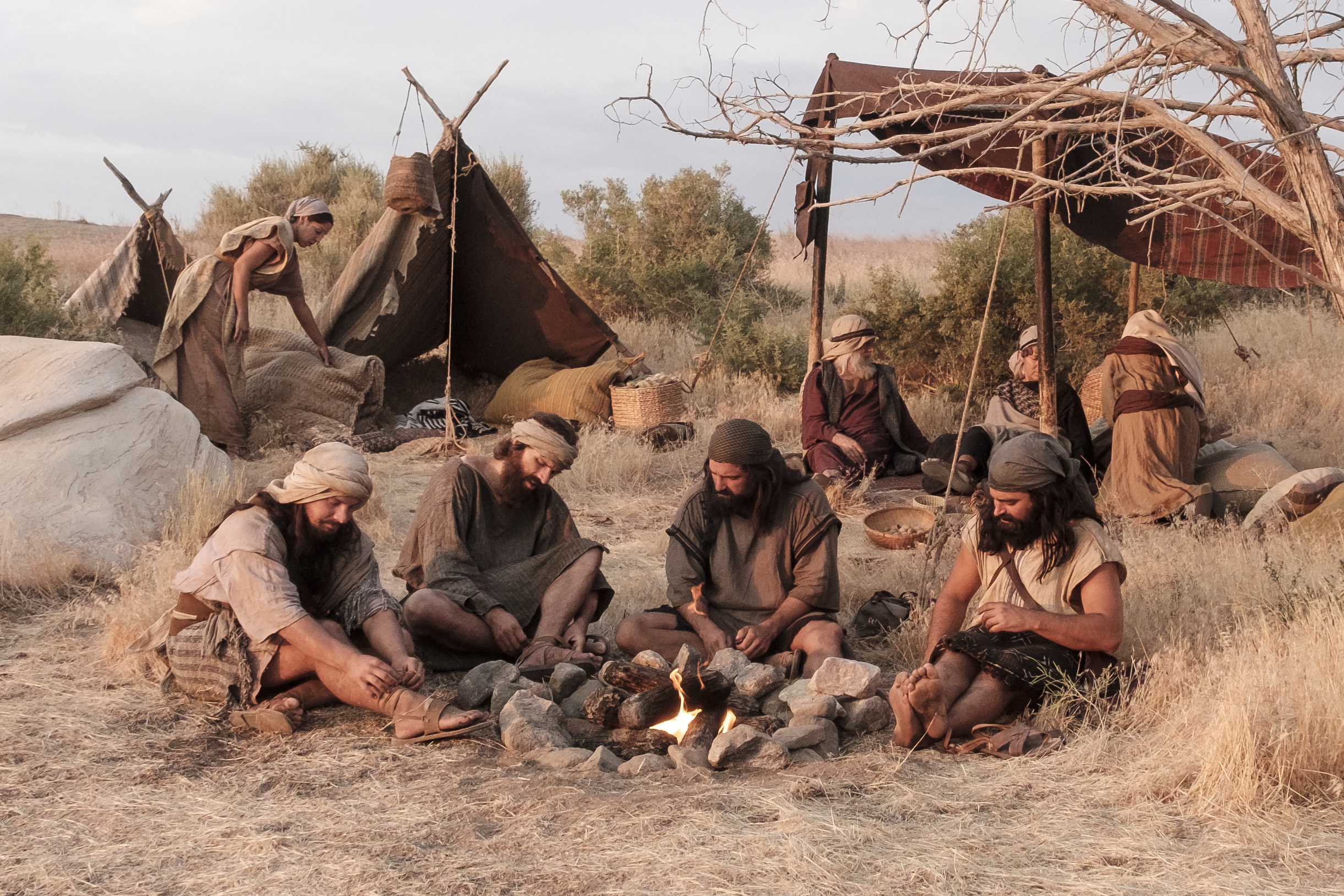 Laman, Lemuel, and Ishmael's sons rest on their journey to Lehi's camp.