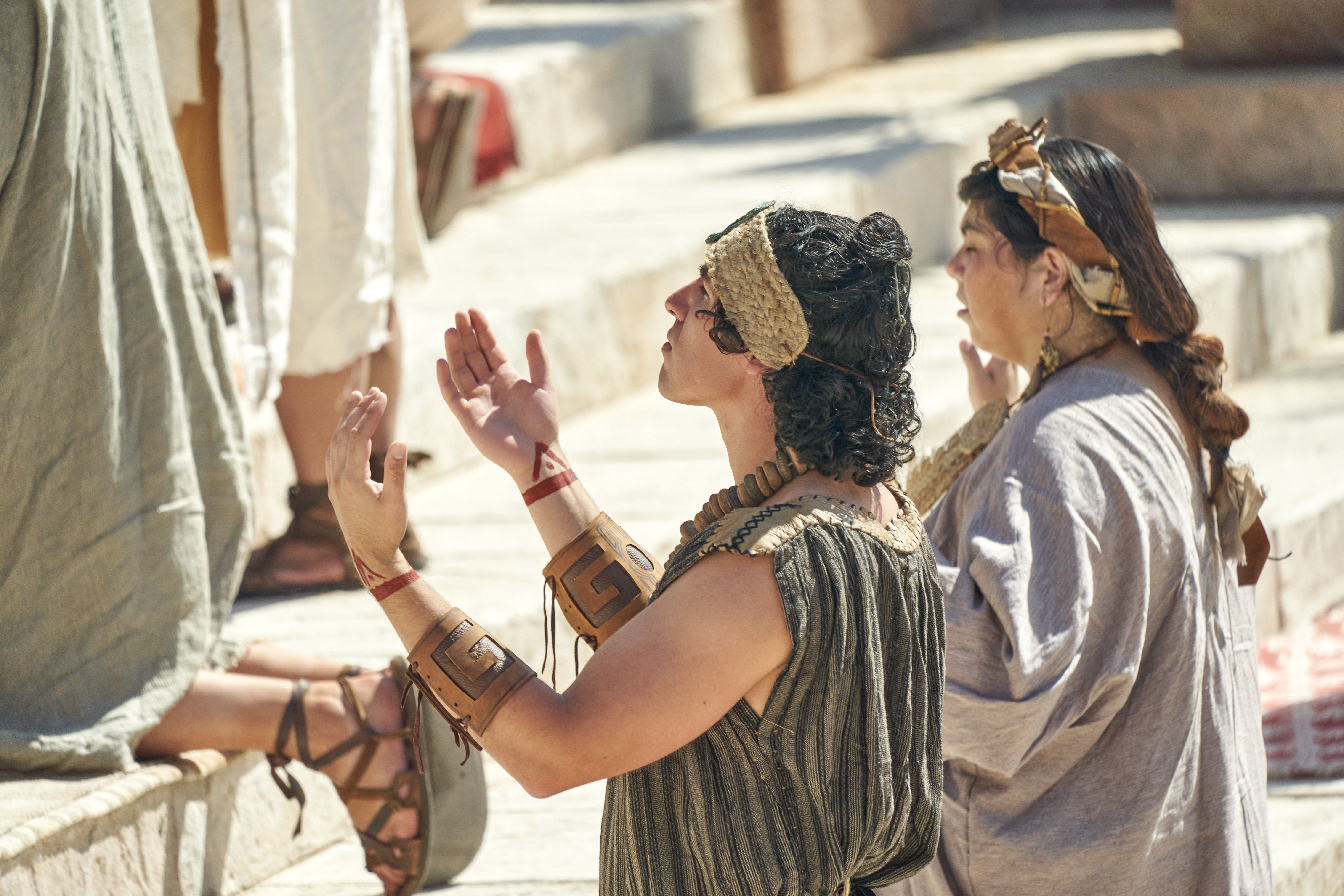 Zoramites pray near the Rameumptom in the land of Antionum.