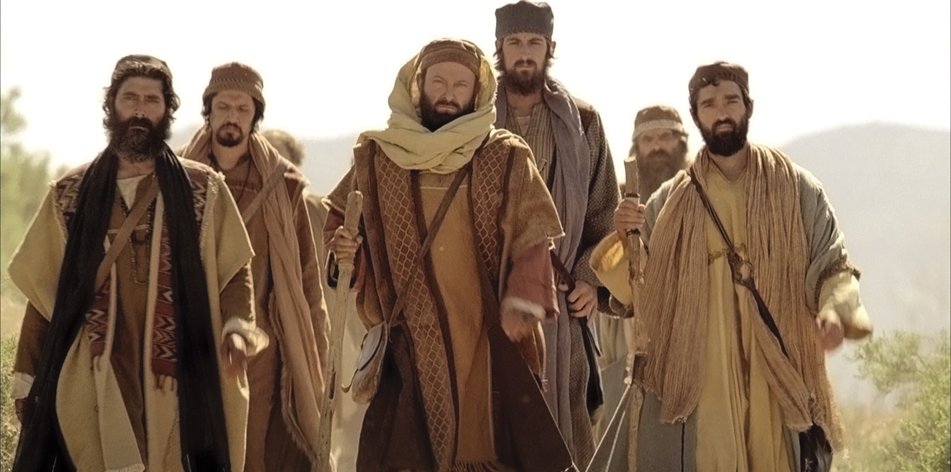 Saul travels with other men on the road to Damascus.
